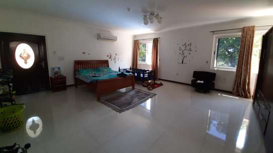 4 Bedrooms Plus Maids Room HOME For Rent in Oysterbay image 4