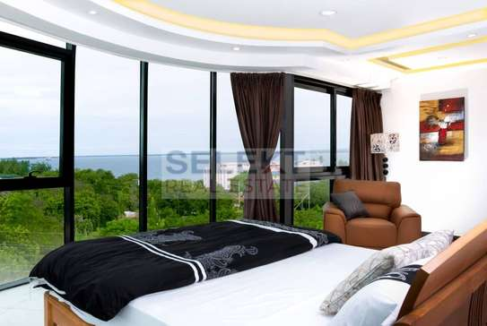 Luxurious 3 Bedrooms Apartment With Sea Views