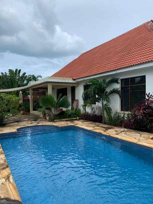 4 Bedrooms Beautiful Home For Rent In Oysterbay image 3
