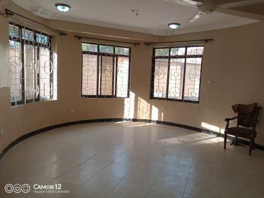 6bdrm house to let in msasani image 2