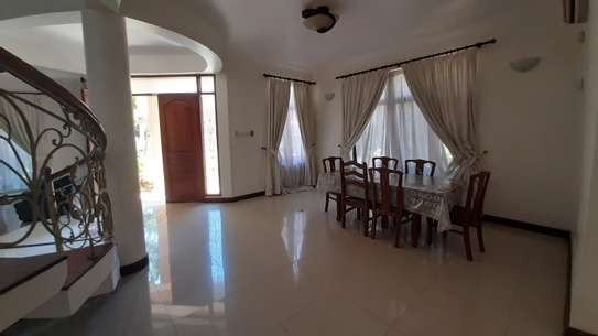 4 Bedrooms Villas For Rent In Ousterbay image 1
