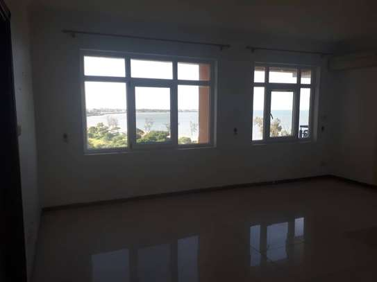 3 bedroom apartment with Sea View for rent image 3