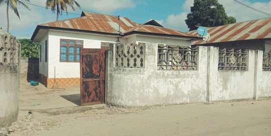 3 bdrms unfurnished House going cheap at MBAGALA-CHAMAZI image 2