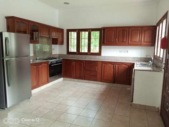 4bdrm pool house for rent in oyster bay image 2