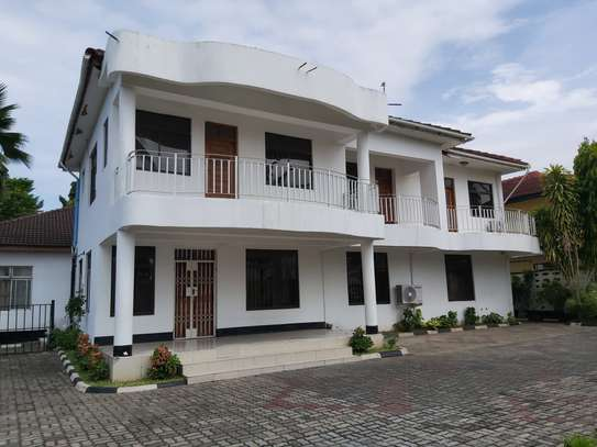 4 BEDROOMS CLASSIC HOUSE FOR RENT image 1