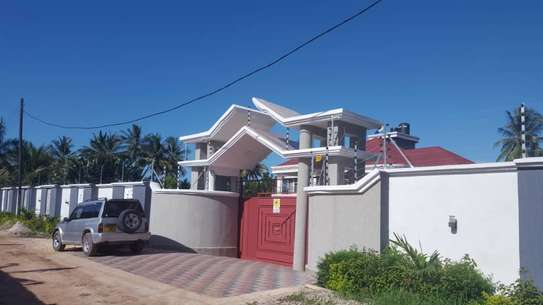 6 bed room house for sale  at salasala image 8