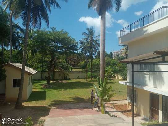 big 4bed house at oyster baywith 2 acre compound $4000pm image 10