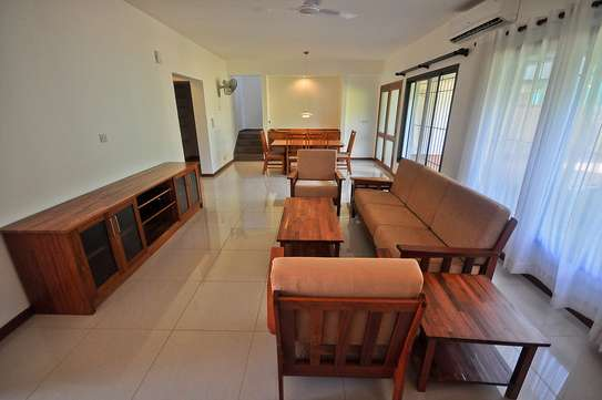 4 Bdrm Villas with a Beautiful Garden in Oysterbay image 5