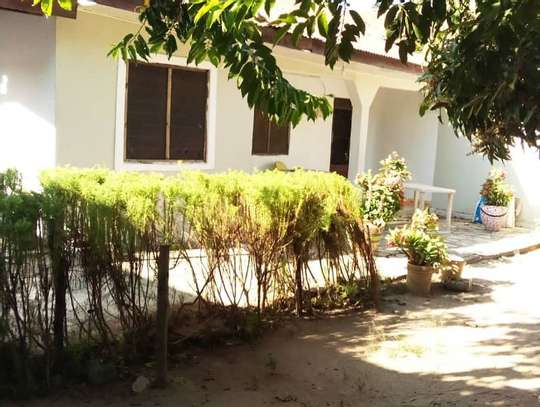 OWN 3 BEDROOMS BEAUTIFUL HOUSE AT PRIME KIGAMBONI LOCATION. image 4
