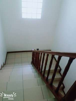 Spacious 4bedroom house at oysterbay image 5