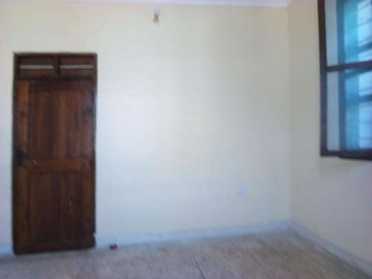 3bed house at msasani tsh 800,000 walking distance to the beach image 10