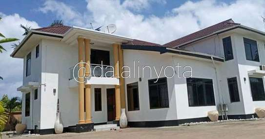 5 BDRM HOUSE AT MBEZI BEACH image 5