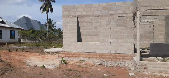 PLOT WITH HOUSE 3 BEDROOMS FOR SALE AT KIGAMBONI FUN CITY image 4