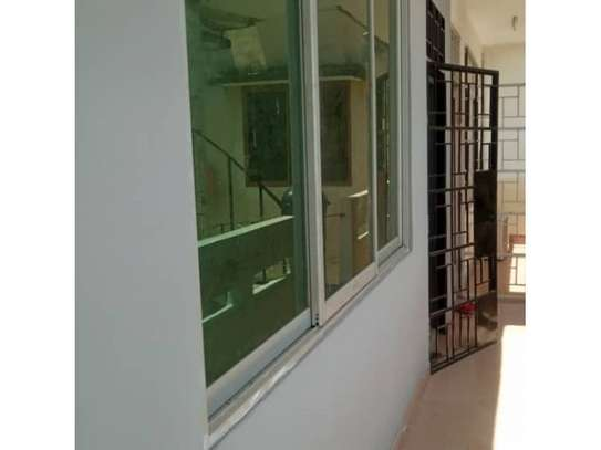 2bed apartment at oyster bay $550pm image 3