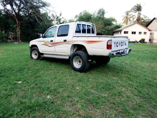 2002 Toyota Hilux Double Cabin Pickup image 8