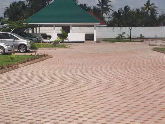 4bed house  with big compound   2 acres at bahari beach i deal fot ngos or big diplomatic familly image 12