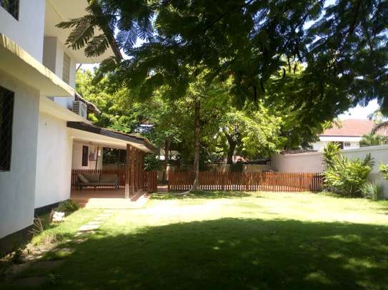 4 bed room house,  and 3 bed all ensuite located at masaki house with pool, stand by generator . image 4