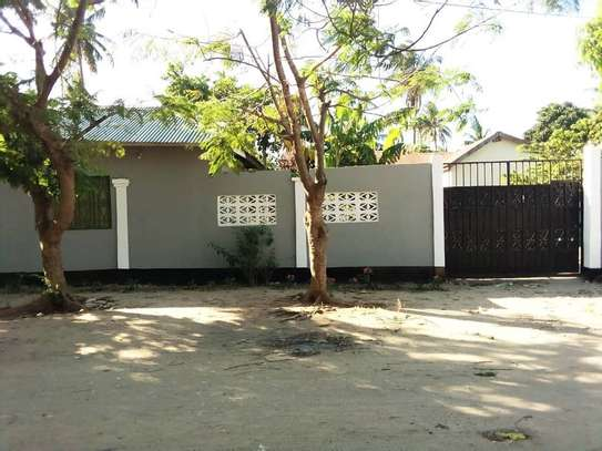 OWN 3 BEDROOMS BEAUTIFUL HOUSE AT PRIME KIGAMBONI LOCATION. image 5