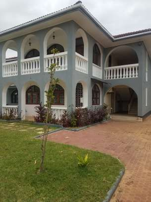 6bedrooms house all en-suite at mbezi beach image 2