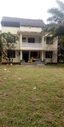 4bed  a stand alone house at regent estate  with big compound  ideal for school image 4