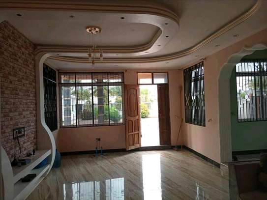 HOUSE FOR SALE SQM 900 image 5