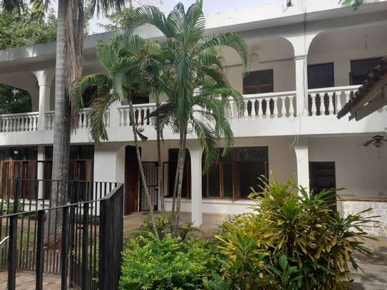 5 bed room nice house for sale at oyster bay near toure trive 3 rd plot coco beach image 1