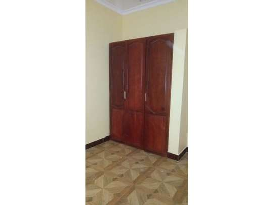 3 bed room villa for rent tsh 800000 at tank bovu image 9