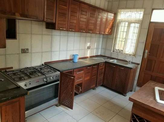 a standalone house is for rent at  victoria near vodacom tower image 3