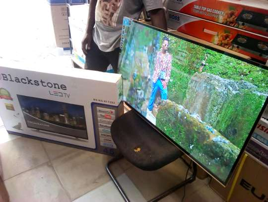 BRAND NEW BLACKSTONE 32 INCH DOUBLE GLASS SMART ANDROID....355,000/= image 2