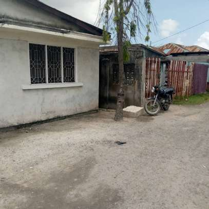 2 house for sale at air port  banana the house with title deed image 5