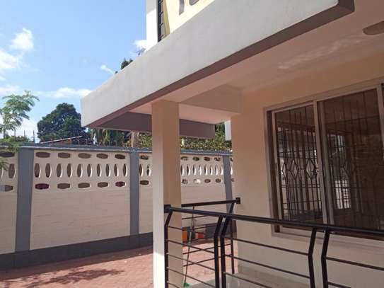 6bed house at msasani $2000pm image 3