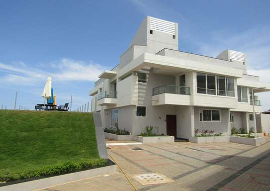 4 Bedroom Luxury and Modern Ocean Front Villa House in Masaki