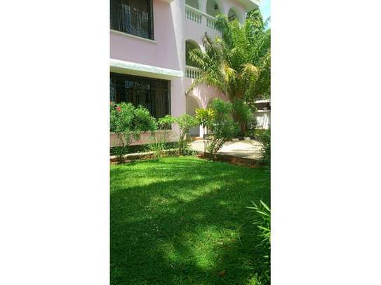 5bed town house at msasani,office,residance $1000pm image 6