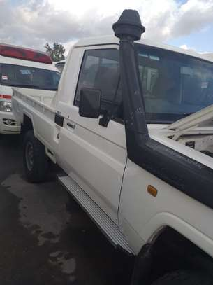 2012 Toyota LAND CRUISER V8 PICKUP USD 23000 CNF DAR PORT