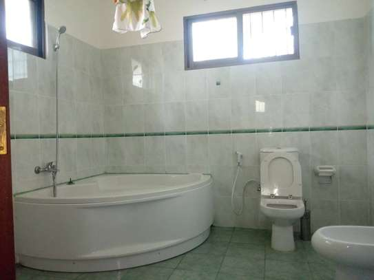 3bed house at regent estate $2000pm image 12