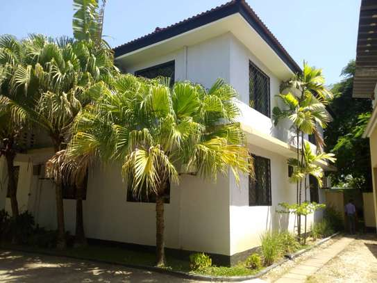 4 bed room house,  and 3 bed all ensuite located at masaki house with pool, stand by generator . image 2