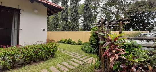 4 bedrooms Home In Oysterbay For Rent image 4