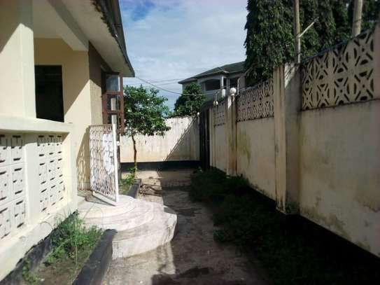 3bed house at msasani tsh 800,000 walking distance to the beach image 15