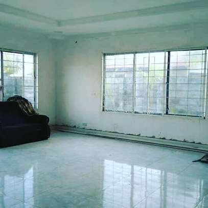 3 BDRM HOUSE CLOSE TO BEACH WITH LOTS OF POTENTIALS WELL BELOW MARKET PRICE image 2