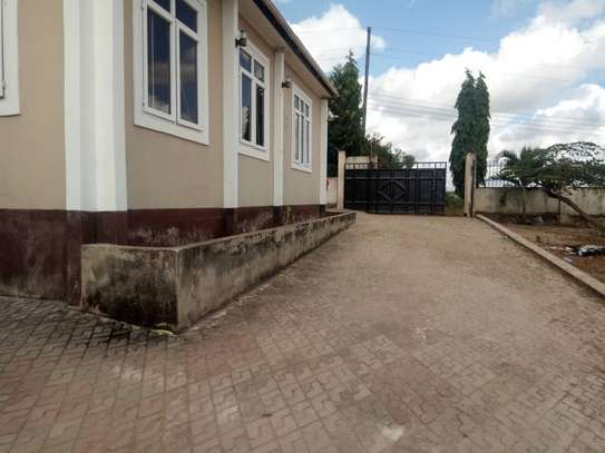 3 bed room house for rent at makongo juu image 4