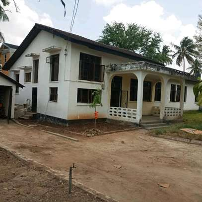 House for sale,at mbezi beach 4bedrooms,one master,public toilet,kichen,stoo sqm 900 image 2