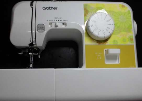 BROTHER EL 117 SEWING MACHINE image 1
