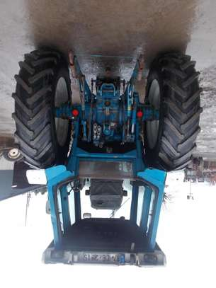 1991 Ford 8210 TRACTOR image 3
