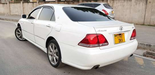 2005 Toyota Crown image 6