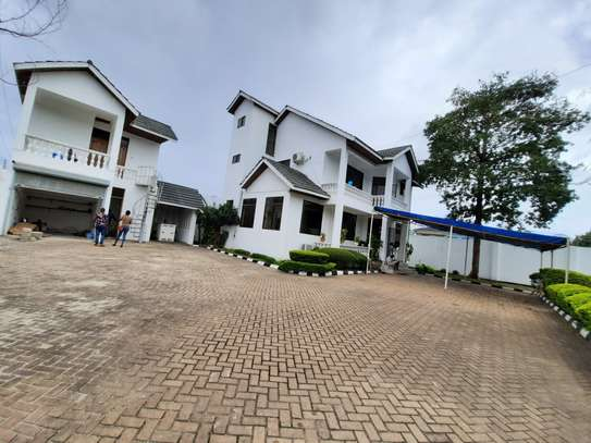 4 BEDROOMS STAND ALONE HOUSE FOR RENT image 1