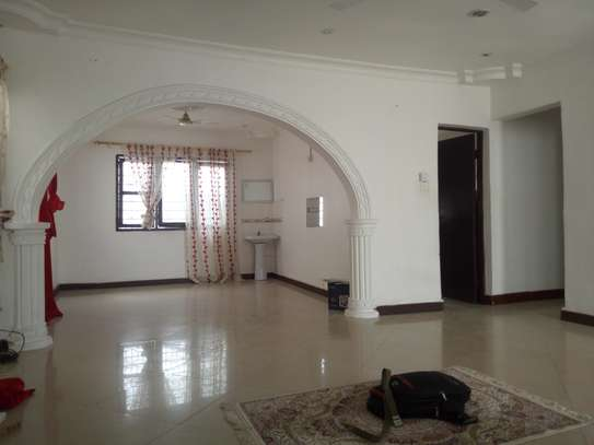 3bedroom house in msasani near cap town fish market let. $500