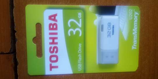Flash Disk 2GB, 4GB, 8GB, 16GB, 32GB, 64GB, 128 GB available place your order.
