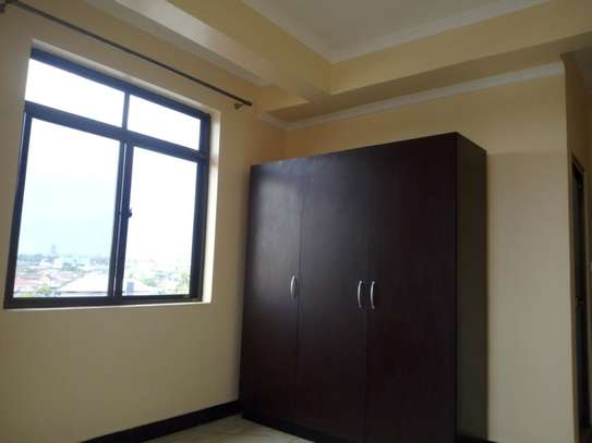 2 bedroom apartment in Msasani Tsh 700,000/- image 3