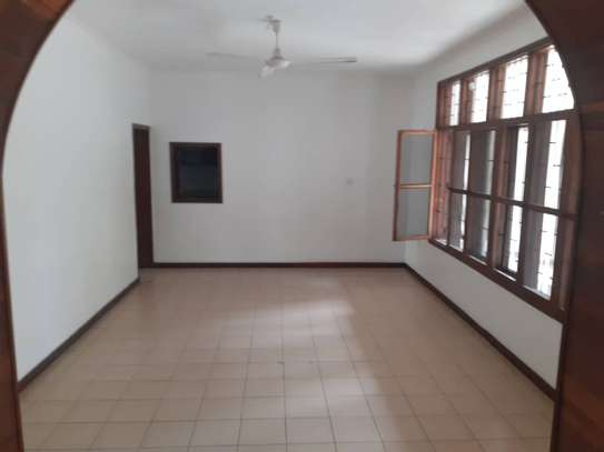 5 bed room nice house for sale at oyster bay near toure trive 3 rd plot coco beach image 2