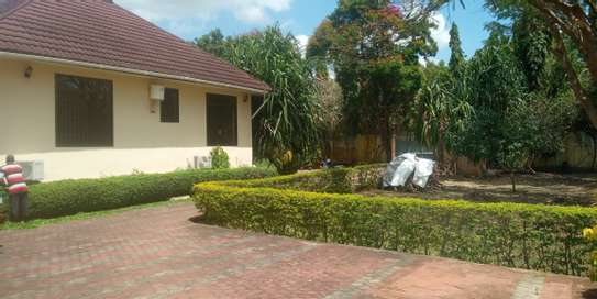 3bed house standaalone at oyster bay  near food lover image 12